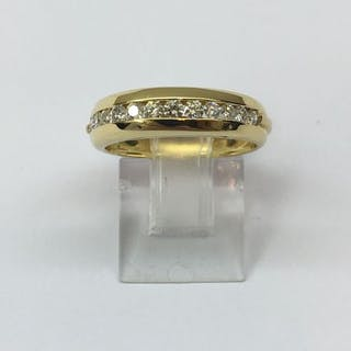 Bague Demie Alliance Or jaune 18 Kt composée de 13 diamants 0.39 Cts