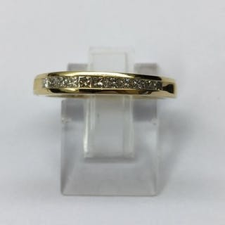 Alliance Or jaune sertis de 11 diamants princesses pour 0.40 cts. 3,27 Grams