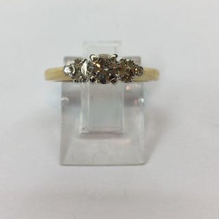 Trilogy ring Or jaune et blanc 14k et diamants pour 0.35 cts. Certificat