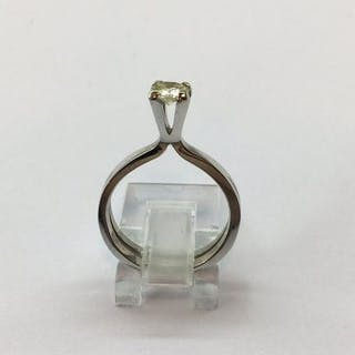 Bague Soliaire en Or blanc 18k monté d'un diamant de 0.50 cts 4,51 Grams
