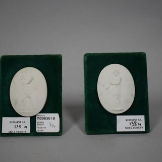 SEVRES Paire de médaillons ovales en biscuit de porcelaine de Sèvres