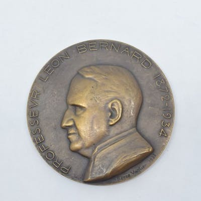 Médaille en bronze. Avers : PROFESSEUR LEON BERNARD 1872-1934. Profil