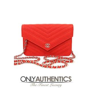 09a3448b70b4b3 Red Caviar Chevron WOC Wallet on a Chain – Current sales – Barnebys.com