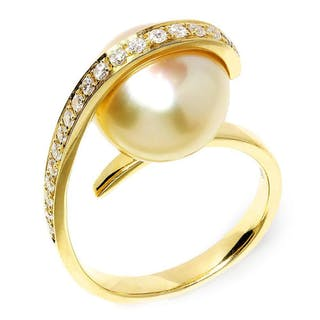 Unique Golden South Sea Pearl Ring with Diamonds in 18kt Yellow Gold