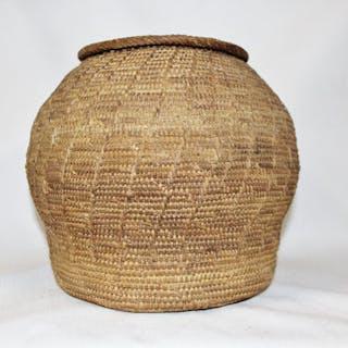 Lidded Basket : Vintage Rare Handmade Omani Bedouin Lidded Basket