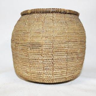 Vintage Basket : Vintage Handmade Omani Bedouin Lidded Basket, #875