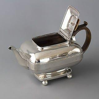 A Very Rare York Silver Teapot. Barber & Whitwell, York 1815