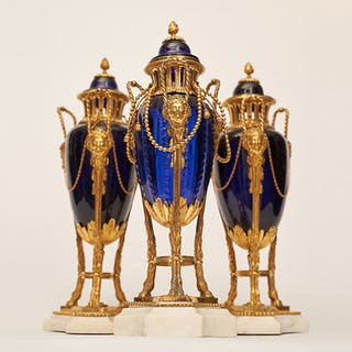 Set of gilded brûle perfume in cobalt blue glass