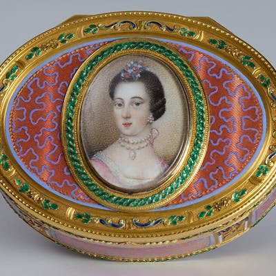 A Louis XVI enameled gold Snuff Box set with an ivory plaque