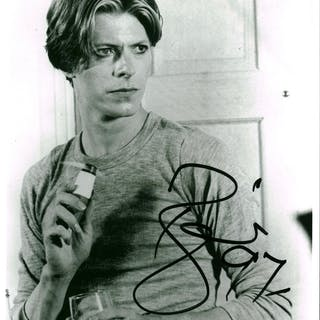 """David Bowie Superbly Signed 8"""" x 10"""" Black & White Photograph (Beckett/BAS"""