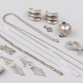 Group of (22) silver jewelry pieces. FR3SH