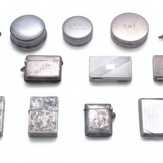 A COLLECTION OF SILVER PILL BOXES AND VESTA CASES