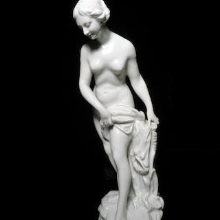 Etienne-Maurice Falconet (1716-1791): Badende / Frauenakt, Weißporzellan