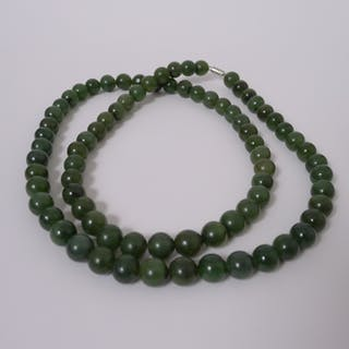 Lange Jade Halskette, 20. Jahrhundert