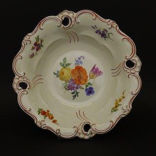 Große Porzellan Zierschale, Ende 19. Jahrhundert, Meissen
