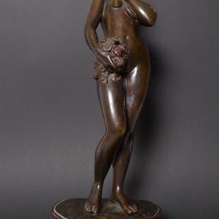 """Jugendstil Bronze-Plastik, """"Frauenakt mit Schlange und Blumenstrauß"""", um 1910"""
