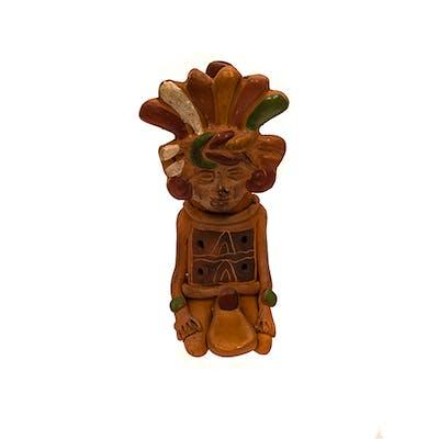 Flauta en cermica policromada con forma humanoide de estilo azteca.
