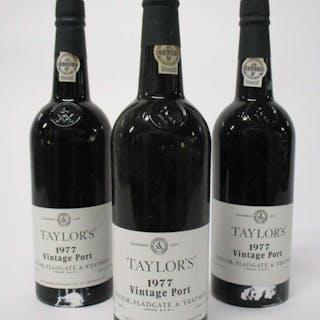 6 bouteilles PORTO TAYLOR'S 1977 Vintage (étiquettes tachées
