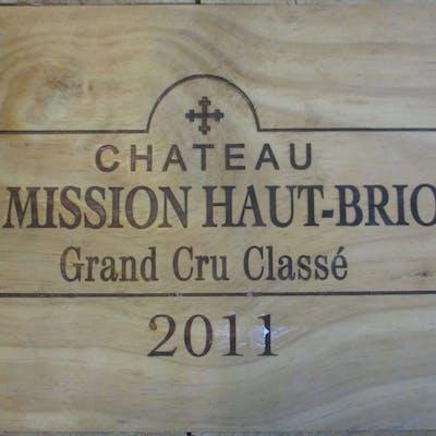12 bouteilles CHÂTEAU LA MISSION HAUT BRION 2011 CC Pessac Léognan