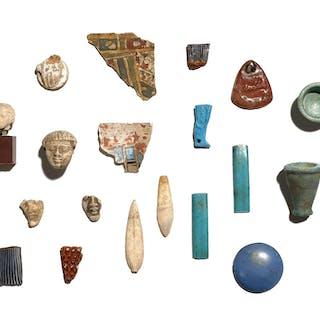 ÉGYPTE, BASSE-ÉPOQUE, ÉGYPTE, BASSE-ÉPOQUE Ensemble de dix-neuf objets