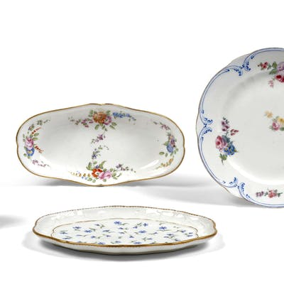 ENSEMBLE EN PORCELAINE DU XVIIIe SIECLE
