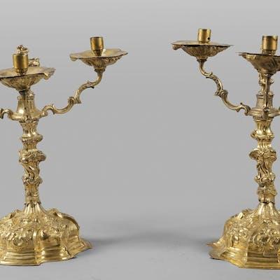 Coppia di candelieri Luigi XV in bronzo dorato a tre luci
