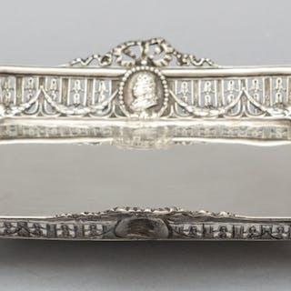 Vassoietto in argento con bordo traforato