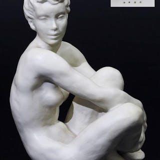 """Frauenakt """"Sitzende, die angezogenen Beine umfassend""""."""