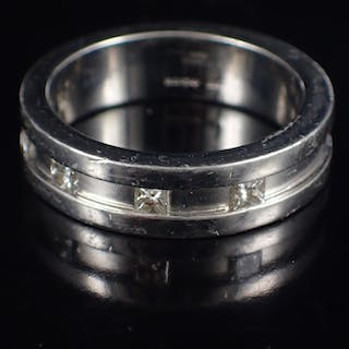 A diamond set gents platinum ring by Boodles approx