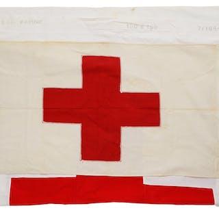 Drittes Reich, DRK - Konvolut aus zwei Rot- Kreuz Fahnen