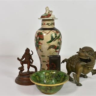 A small group of Oriental collectables
