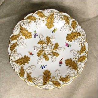 Großer PrunktellerTeller Eichenlaub in Gold Streublumen Porzellan Meissen