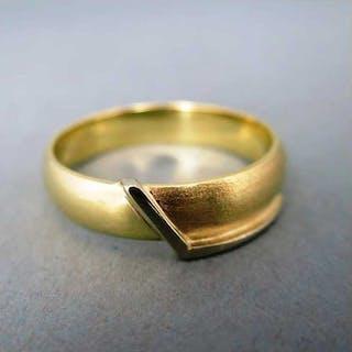Schöner Bandring in Gold für Damen und Herren elegant mit einem zeitlosen