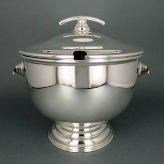Mittlere elegante Art Deco Suppen Terrine aus England versilbert
