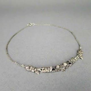 Antikes dezentes Art Deco Blüten und Blätter Collier in Silber mit Markasiten