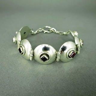 Modernes Glieder Armband in 925/-Silber mit schönen Granatsteinen und Kettchen