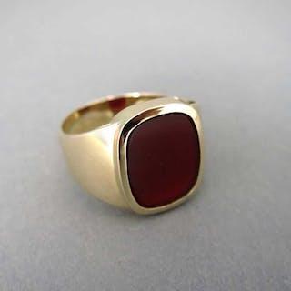 Prächtiger Herren Siegel Ring in Gold mit einer großen Karneol Platte