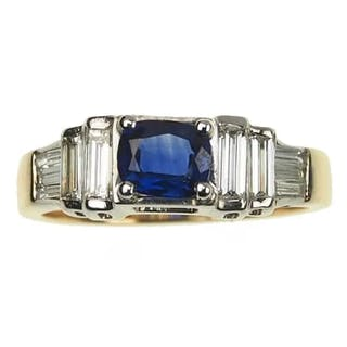 18 ct. Gold & Platin Ring / Verlobungsring mit Saphir & Baguetteschliff-Diamante