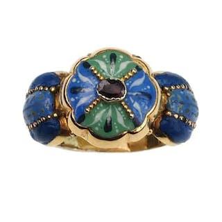 """18 ct. Gold Ring mit Emailledekor & 1 Granat, ein """"Poisonring"""" mit"""