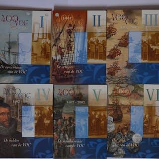 Die Niederlande - Jaarsets 2002 '400 jaar VOC' (6 stuks) incl. zilveren penning