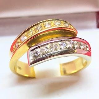 18 kt. Gold - Ring - Diamond