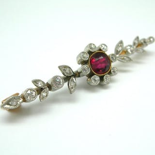 Original Art Nouveau brooch - 14 ct Gold, 1 ruby, 22 rose-cut diamonds