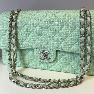f59844e47e21 Chanel bag – Auction – All auctions on Barnebys.com