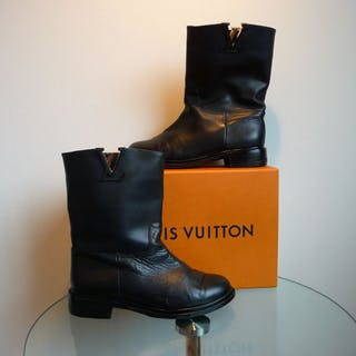 3223e2d4ffb6 Louis Vuitton Boots – Current sales – Barnebys.com