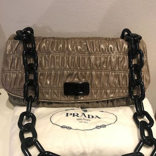 Prada Shoulder bag – Current sales – Barnebys.co.uk 5e5101f10430a
