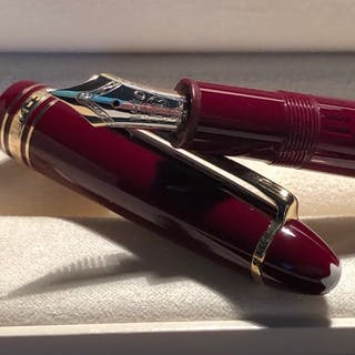 Montblanc - Meisterstück Burgundy Resin N°146 Fountain Pen