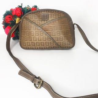 9bd8632deaa9 Fendi Crossbody bag – Current sales – Barnebys.com