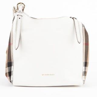 411e8510933d Burberry Handbag – Current sales – Barnebys.co.uk