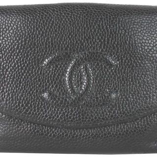 e53b1d156ad6 Chanel - Caviar Leather CC Logo Bi-Fold CompactWallet – Current sales –  Barnebys.com