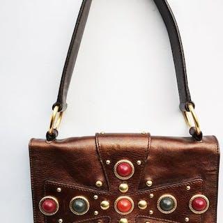 c154fd11a979 Yves Saint Laurent Handbag – Current sales – Barnebys.com